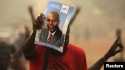 Des partisans du candidat Faustin-Archange Touadera quelques jours avant sa victoire à la présidentielle centrafricaine, le 12 février 2016. (REUTERS/Siegfried Modola)