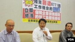 台灣公民團體就陸資投資台企裁員召開記者會 (張永泰攝)