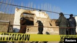 Bishkek yaqinida ekstremizmda gumonlangan shaxslar joylashgan manzilda reyd o'tkazilmoqda, 6-yanvar, 2011-yil.