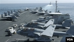 Na američkom nosaču aviona USS Abraham Lincoln ima 770 žena