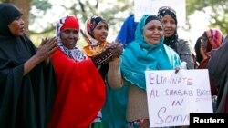 Para perempuan keturunan Somalia di kota Minneapolis, negara bagian Minnesota, AS melakukan unjuk rasa mengutuk serangan militan al-Shabab di Nairobi, Kenya (27/9).