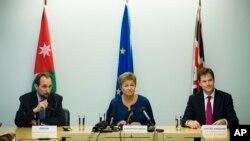 Kristalina Georgieva en compagnie du prince Zeid Ra'ad Zeid Al Hussein (g) et Nick Clegg du Royaume uni (d), 68è AG de l'Onu, New York, le 25 septembre 2013.