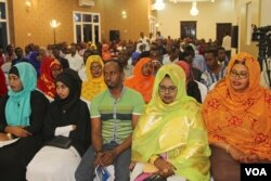 Mogadishu residents taking part in a town hall hosted by VOA's Somali service Saturday conversed with Somali President Hassan Sheikh Mohamud in Somalia and residents in St. Paul, Minnesota, home to the largest Somali community in the U.S.