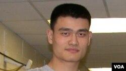 Yao Ming kembali beraksi Selasa malam (5/10) setelah menjalani operasi lutut kiri lebih dari setahun lalu.