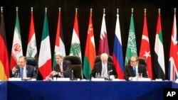 11일 독일 뮌헨에서 열린 국제시리아지원그룹 회담에 존 케리 미 국무장관(왼쪽 두번째)과 세르게이 라브로프 러시아 외무장관(맨 왼쪽)이 참석했다.