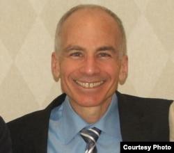 乔治城大学卫生健康法教授劳伦斯•戈斯廷(Lawrence Gostin)