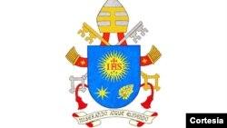 El nuevo escudo papal ha sido anunciado por el Vaticano.