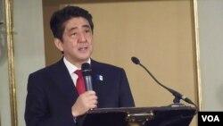 """日本首相安倍星期二在莫斯科舉行的題為""""為擴大合作尋找更多可能""""的日俄論壇上發表演講。"""