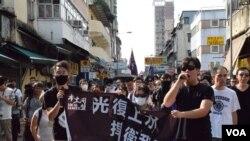 香港本土派團體發起反水貨客光復上水遊行,警方估計高峰期有150人參與。(美國之音湯惠芸)