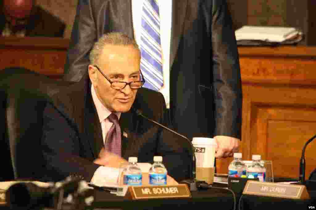 Senadores discuten reforma migratoria en tercera sesión de audiencias sobre las enmiendas que conforman el proyecto de ley.