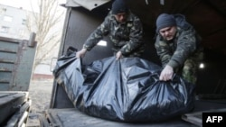 Ukrainian soldiers unload the bodies of their comrades killed in Debaltseve at a checkpoint near Horlivka on February 24.
