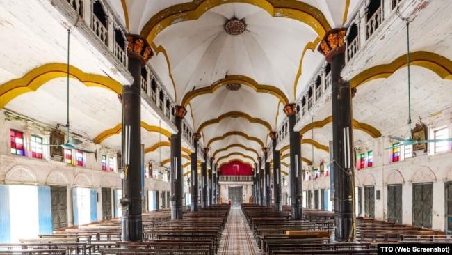 Bên trong nhà thờ Bùi Chu.