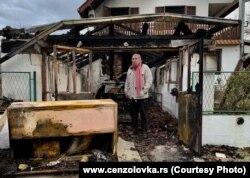 Milan Jovanović na zgarištu svog doma, decembar 2018. (Foto: Cenzolovka via RFE/RL)