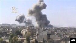 29일 시리아 즈베일레에서 정부군 전투기의 폭격으로 피어오르는 연기. 시리아 우가리트 뉴스 제공.