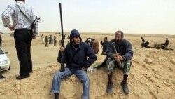 قذافی: میدان های نفتی امن هستند