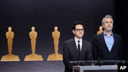 J.J. Abrams (l) and Alfonso Cuaron announce the nominations at the 87th Academy Awards nomination ceremony, Jan. 15, 2015 in Beverly Hills.