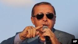 Turkish President Recep Tayyip Erdogan addresses a rally in the courtyard of the Haci Bayram Mosque in Ankara, May 26, 2015.