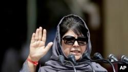 بھارتی کشمیر کی وزیر اعلیٰ محبوبہ مفتی۔ فائل فوٹو