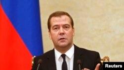 俄罗斯总理梅德韦杰夫周四在莫斯科主持政府会议。