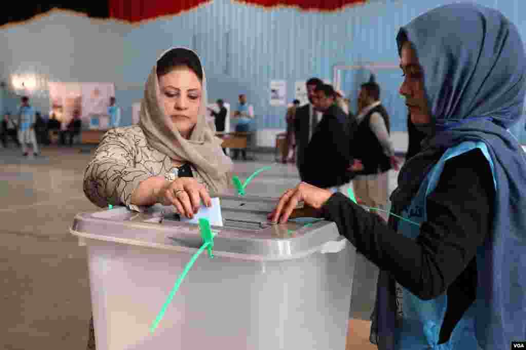 صدارتی انتخابات میں خواتین ووٹرز نے بھی اپنا حق رائے دہی استعمال کیا