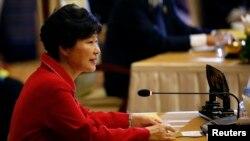 박근혜 한국 대통령이 13일 미얀마 네피도에서 열린 '아세안+3' 정상회의에서 발언하고 있다.