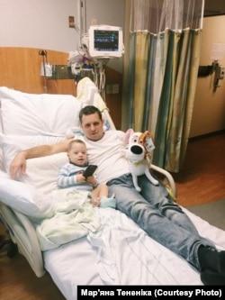 Філліп у лікарні з татом