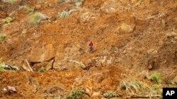 Tanah longsor di distrik Badulla, sekitar 220, Kamis, 30 Oktober 2014. (Foto: dok.)