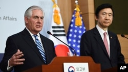 US Secretary of State Rex Tillerson, left, speaks as South Korean Foreign Minister Yun Byung-se looks on during a press conference in Seoul, Friday, March 17, 2017.
