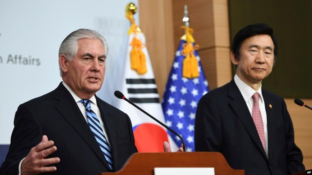 Ngoại trưởng Hoa Kỳ Tillerson (trái) và Ngoại Trưởng Hàn Quốc Yun Byung-se tại Seoul, Hàn Quốc, ngày 17/3/2017.