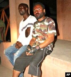 Espancados. Kembamba ( à esquerda) e Mário Domingos