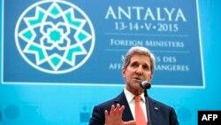 ທ່ານ John Kerry ລມຕ ຕ່າງປະເທດສະຫະລັດ ກ່າວຕໍ່ກອງປະຊຸມ ບັນດາ ລມຕ ຕ່າງປະເທດ ກຸ່ມ NATO ທີ່ເມືອງ Antalya ປະເທດເທີກີ (ວັນທີ 13 ພຶດສະພາ 2015)