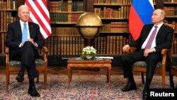 Predsjednik SAD Joe Biden tokom sastanka sa predsjednikom Rusije Vladimirom Putinom, u Ženevi, 16. juni 2021.