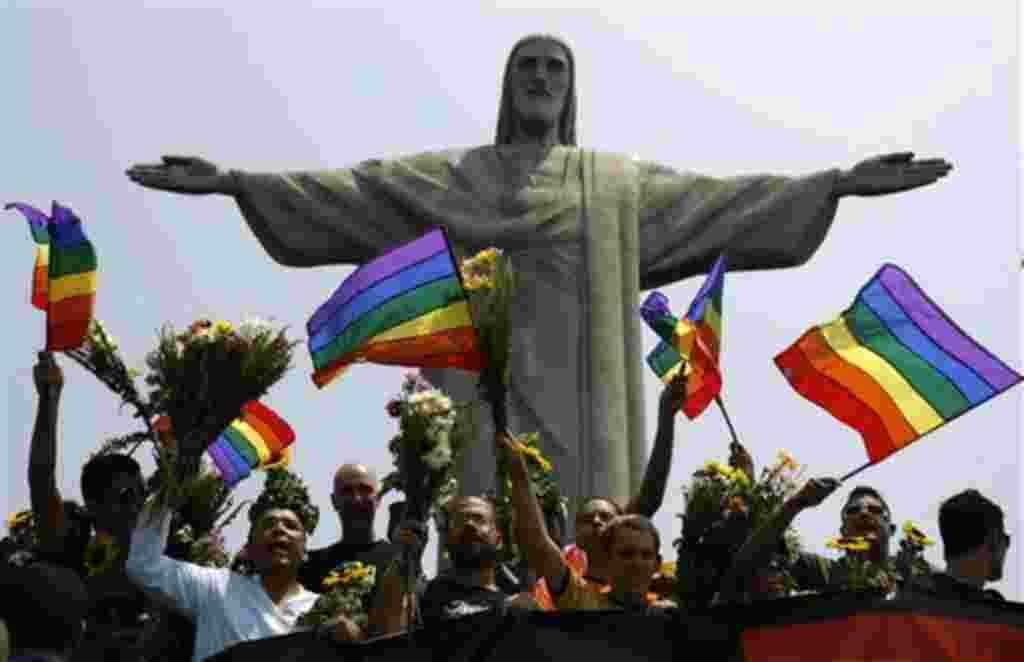 Activistas por los homosexuales protestas contra la homofobia.