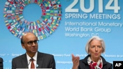 International Monetary Fund (IMF) Managing Director Christine Lagarde, accompanied by IMFC Chair and Singapore Finance Minister Tharman Shanmugaratnam, speaks during a news conference at World Bank Group-International Monetary Fund Spring Meetings in WashIngton, April 12, 2014.