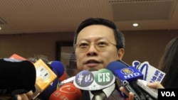 陆委会主委王郁琦3月13日回答有关马唯中问题(美国之音申华拍摄)