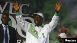 Alassane Ouattara en campagne présidentielle à Abidjan, le 20 octobre 2015. (REUTERS/Luc Gnago)