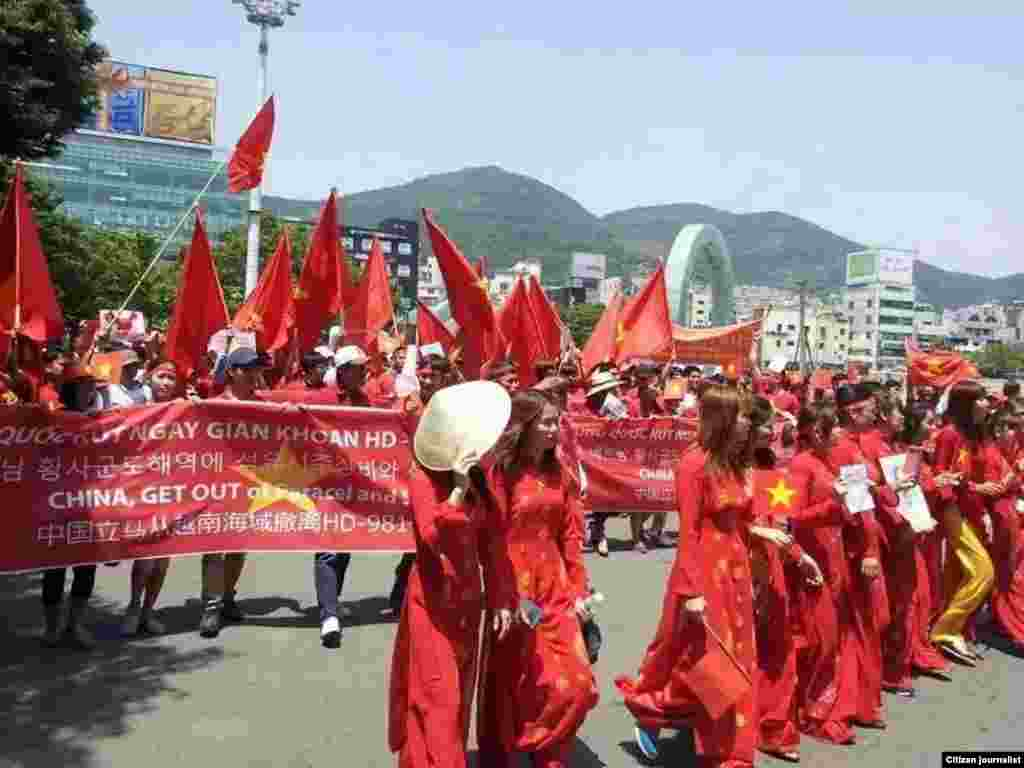 Protesters march against China in Busan, South Korea, May 18, 2014.