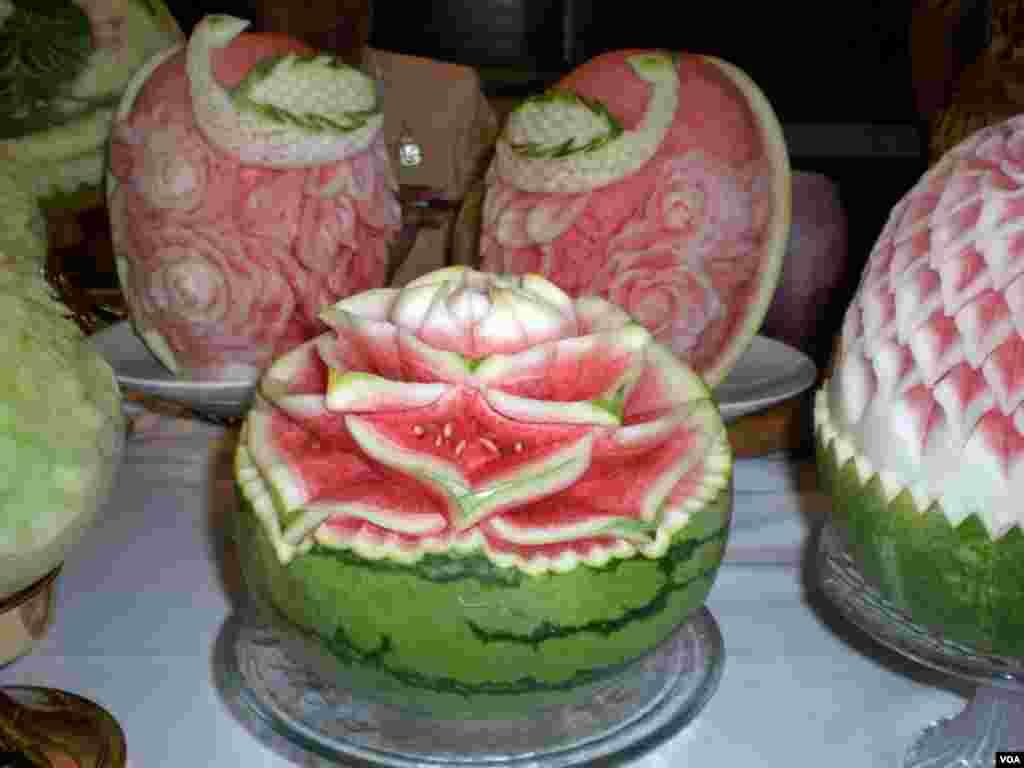 Umjetnost rezbarenja lubenica u ambasadi Tajlanda