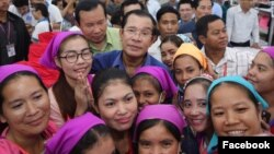 Prime Minister Hun Sen is pictured with garment workers, Phnom Penh, Cambodia, Wednesday, June 30, 2017. (Courtesy of Prime Minister Hun Sen Facebook page)
