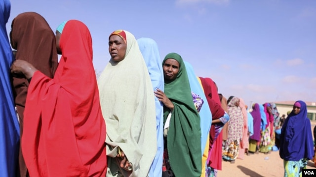 Women in Somaliland queue-up to cast ballots in municipal elections, Nov. 28, 2012. Credit: Kate Stanworth