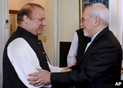 Visiting Iranian Foreign Minister Mohammad Javad Zarif, right, shakes hand with Pakistani Prime Minister Nawaz Sharif prior to their meeting in Islamabad, May 3, 2017. Pakistan recently said that it has reached an agreement with Iran to strengthen security along their shared border.