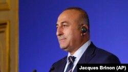 Ngoại trưởng Thổ Nhĩ Kỳ Mevlut Cavusoglu nói chuyện tại một cuộc họp báo