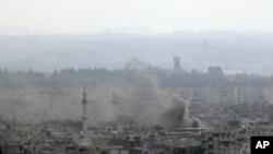 ផ្សែងបានហុយឡើងចេញពីទីក្រុងឡាតាគីយ៉ា (Latakia)។ រថក្រោះនិងនាវាកងទ័ពជើងទឹកស៊ីរីបានបាញ់ផ្លោងទៅលើទីក្រុងកំពង់ផៃសមុទ្រមេឌីទែរ៉ានេមួយនេះកាលពីថ្ងៃអាទិត្យទី១៤ខែសីហាឆ្នាំ២០១១។