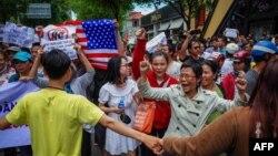Biểu tình tại Việt Nam chống luật đặc khu ở TP HCM hôm 10/6.2018. Tòa án Việt Nam quyết định trả tự do và trục xuất Will Nguyễn sau hơn một tháng giam giữ vì tham gia biểu tình ngày 10/6. (KAO NGUYEN/AFP/GETTY IMAGES)