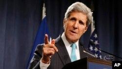 Ngoại trưởng Hoa Kỳ John Kerry nói chuyện tại một cuộc họp báo