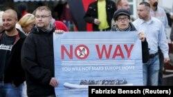 Germaniyaning o'ng qanotga mansub Milliy Demokratik partiyasi immigratsiyaga qarshi namoyishda