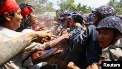 2015年3月10日缅甸警方和学生抗议者暴力冲突