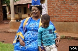 """Aidah Deleza, also called Senior Chief Chikumbu, says she has banned Kusasa Fumbi or """"removing the dust"""" component from the girls' initiation ceremonies. (L Masina/VOA)"""