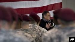 帕内塔1月17日在意大利向美国军人讲话