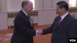 美國總統奧巴馬的國家安全顧問湯姆多尼隆星期一在北京會晤了中國國家主席習近平。(視頻截圖)